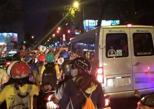 Fan Việt rượt đuổi T-ara khiến đường phố tắc nghẽn - 15