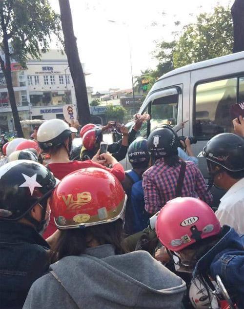 Fan Việt rượt đuổi T-ara khiến đường phố tắc nghẽn - 2