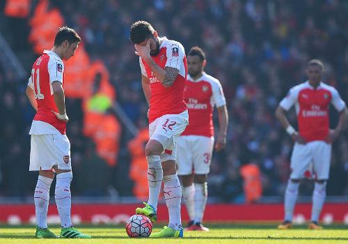"""Arsenal bị loại FA Cup: Chờ """"Giáo sư"""" Wenger về vườn - 1"""