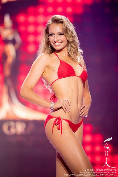 """Hoa hậu """"hụt"""" được bầu là mỹ nhân sexy nhất hành tinh - 6"""