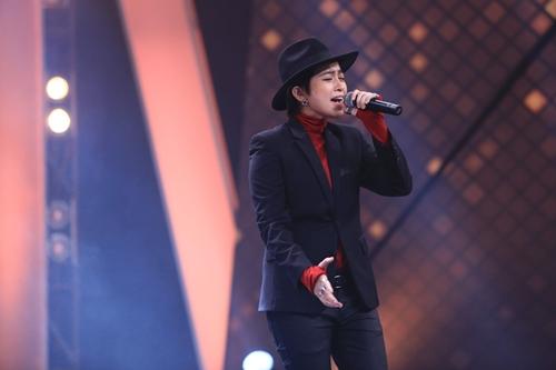Gil Lê bảnh bao, lịch lãm khoe giọng trên sân khấu hài - 4