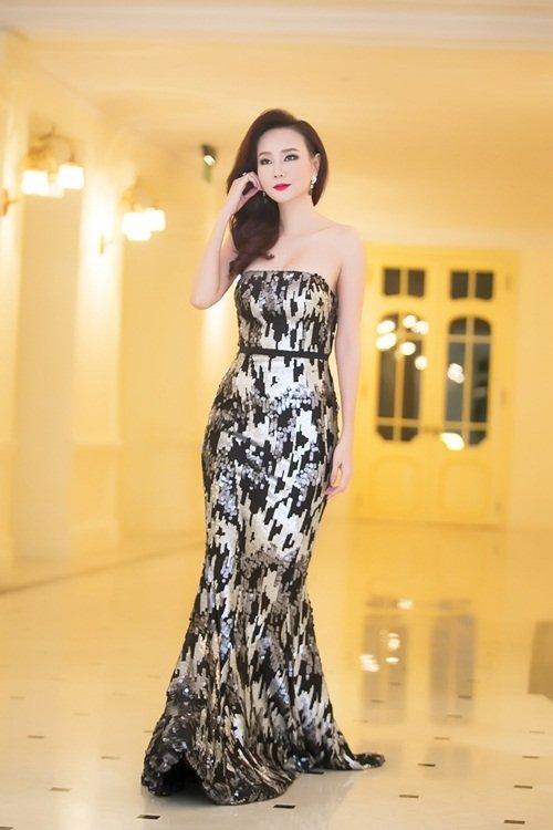 Dương Yến Ngọc diện váy sequin lộng lẫy khoe đường cong - 2