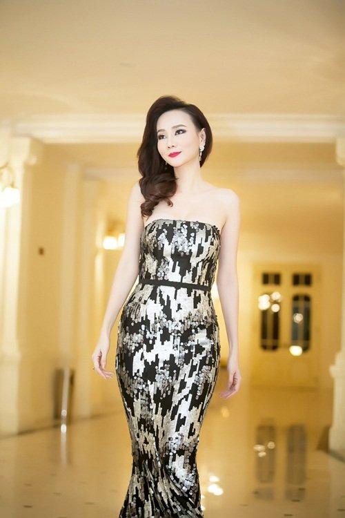Dương Yến Ngọc diện váy sequin lộng lẫy khoe đường cong - 3