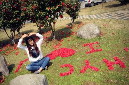 Nữ sinh xinh đẹp xếp hoa tỏ tình với bạn trai phương xa - 3
