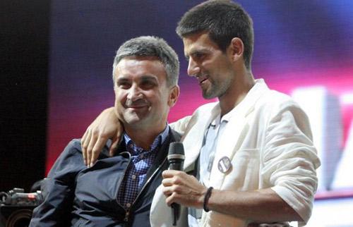"""Cha đẻ Djokovic chỉ trích Federer là """"ngụy quân tử"""" - 1"""