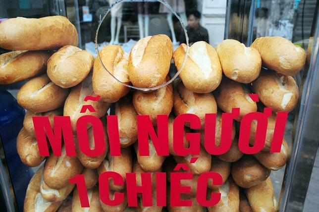 Bánh mì miễn phí cho người nghèo lần đầu xuất hiện ở Thủ đô - 2