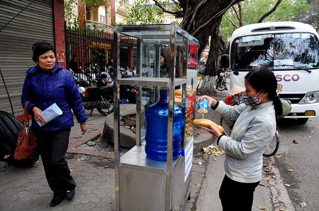 Bánh mì miễn phí cho người nghèo lần đầu xuất hiện ở Thủ đô - 8