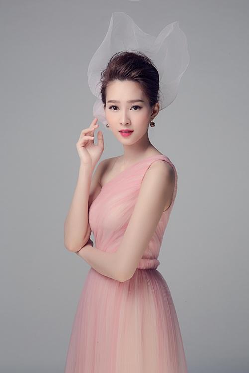 """Hoa hậu Thu Thảo đẹp rạng ngời """"không góc chết"""" - 4"""