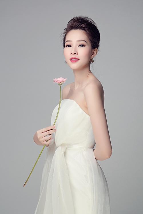 """Hoa hậu Thu Thảo đẹp rạng ngời """"không góc chết"""" - 5"""