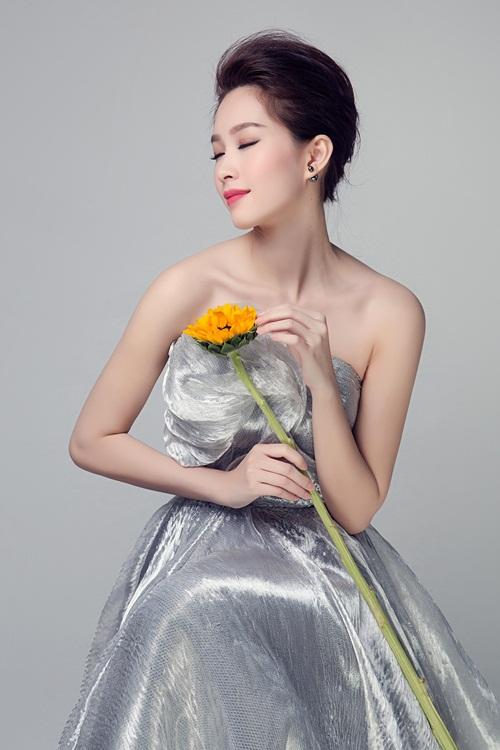 """Hoa hậu Thu Thảo đẹp rạng ngời """"không góc chết"""" - 12"""
