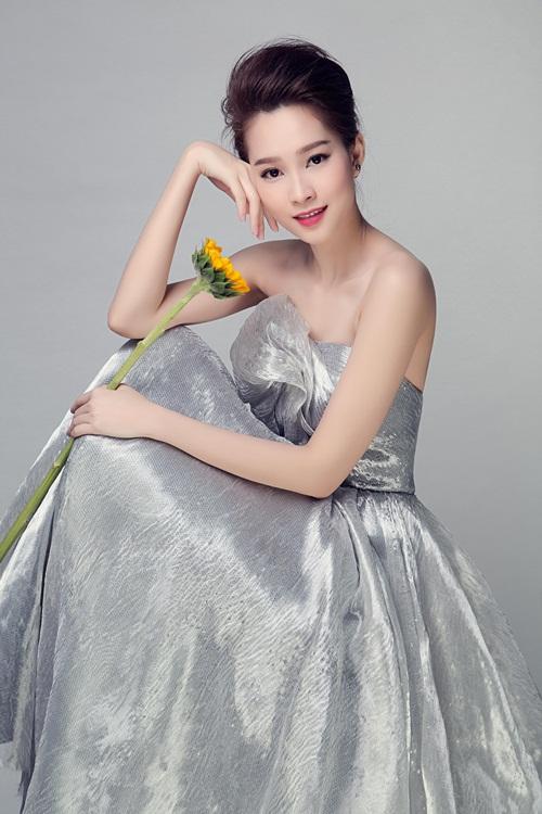 """Hoa hậu Thu Thảo đẹp rạng ngời """"không góc chết"""" - 13"""
