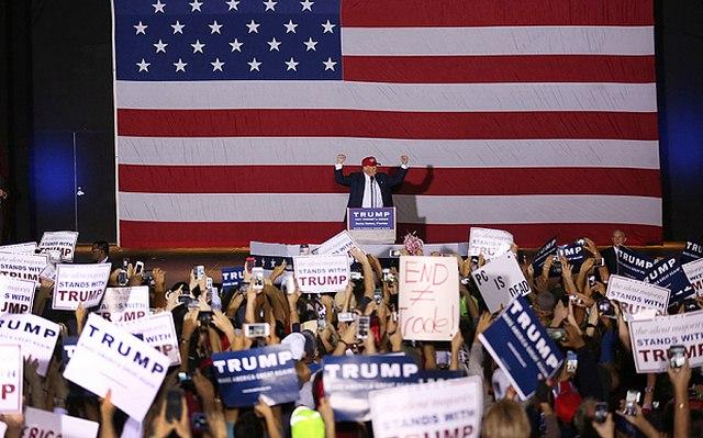 """Tỉ phú Trump: Tranh cử tổng thống do """"vợ bảo thế"""" - 2"""