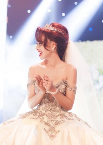 Cận cảnh váy cưới nặng 20kg của Đinh Ngọc Diệp - 5