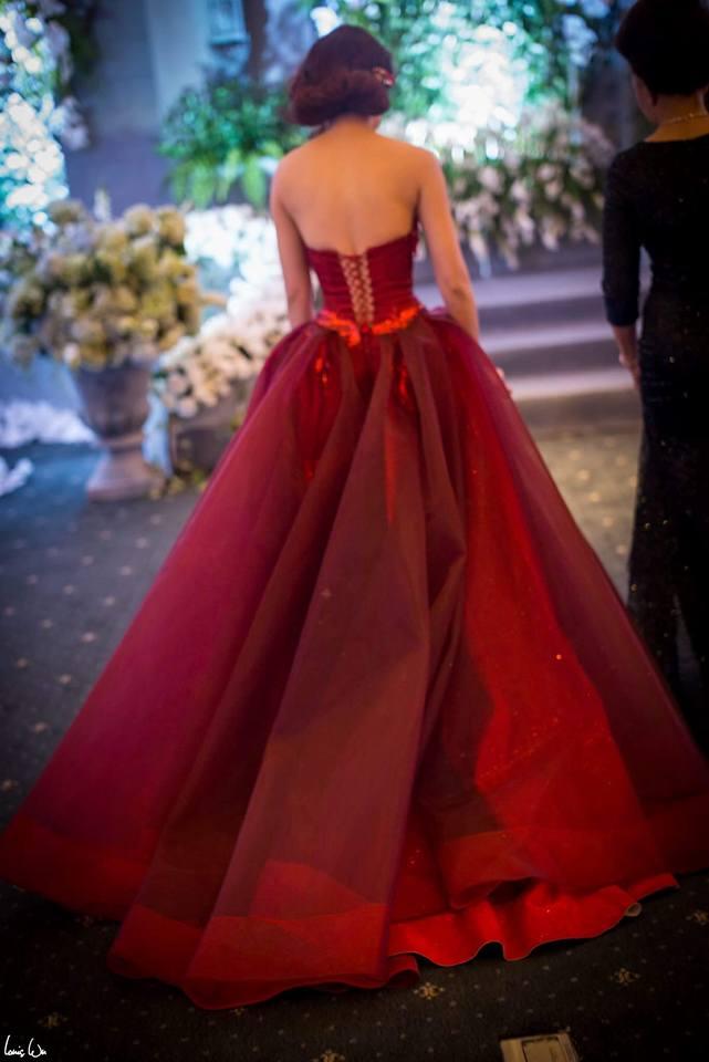 Cận cảnh váy cưới nặng 20kg của Đinh Ngọc Diệp - 8