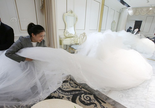 Cô dâu chơi trội diện áo dài 101m - 5
