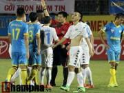 Bóng đá Việt Nam - Bị loại khỏi tuyển VN, Văn Quyết còn bị treo giò 5 trận