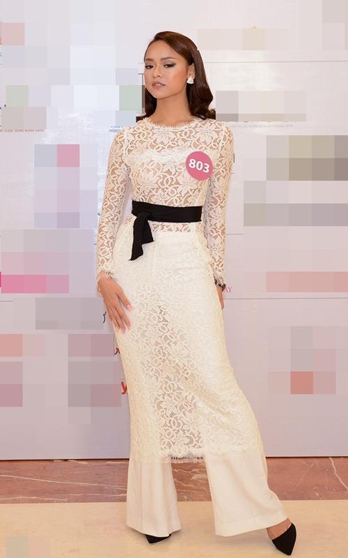 Gu thời trang khác biệt của mẫu Việt bị chê ăn nhiều - 12