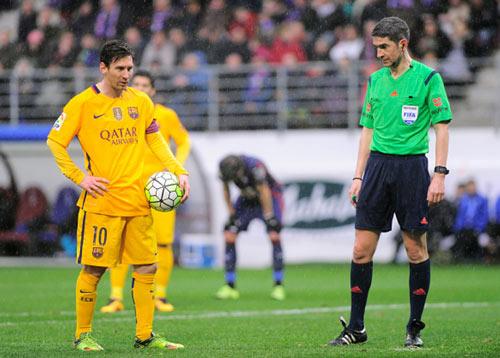 Góc châm biếm: Muốn ngăn Barca, hãy để họ đá penalty - 3