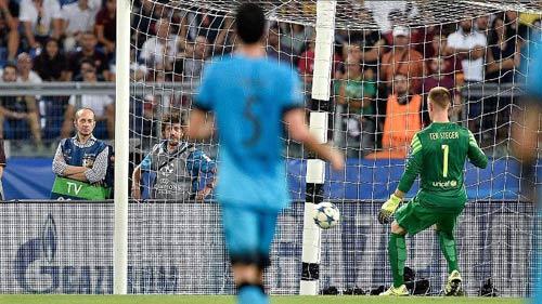 Góc châm biếm: Muốn ngăn Barca, hãy để họ đá penalty - 1