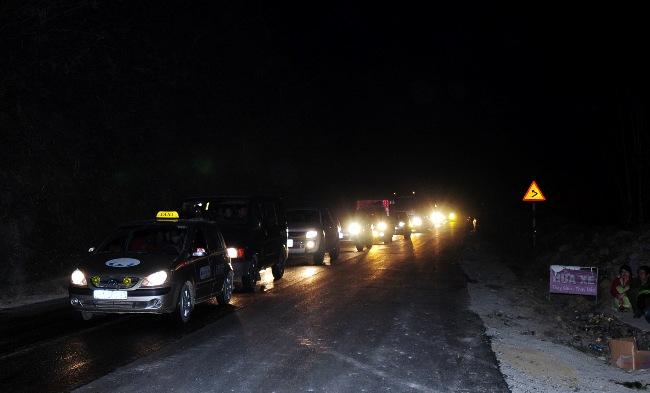 Xe bồn tông xe khách bốc cháy: Ùn tắc gần 20km - 3