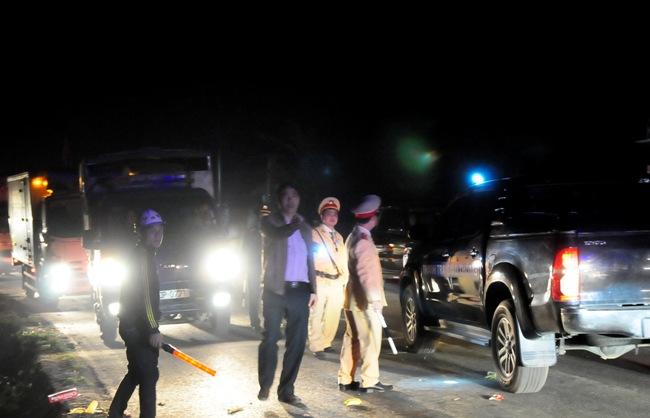 Xe bồn tông xe khách bốc cháy: Ùn tắc gần 20km - 5