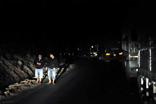 Xe bồn tông xe khách bốc cháy: Ùn tắc gần 20km - 7