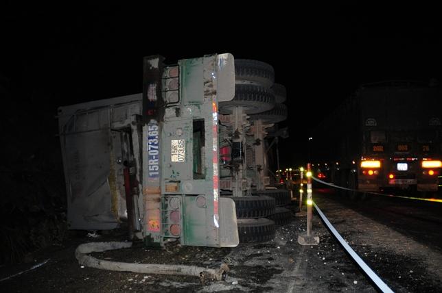 Xe bồn tông xe khách bốc cháy: Ùn tắc gần 20km - 8