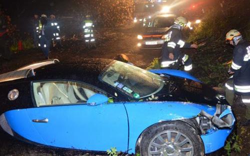 Siêu xe trăm tỷ đồng gặp nạn vẫn thảm như thường - 5