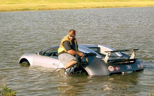 Siêu xe trăm tỷ đồng gặp nạn vẫn thảm như thường - 6