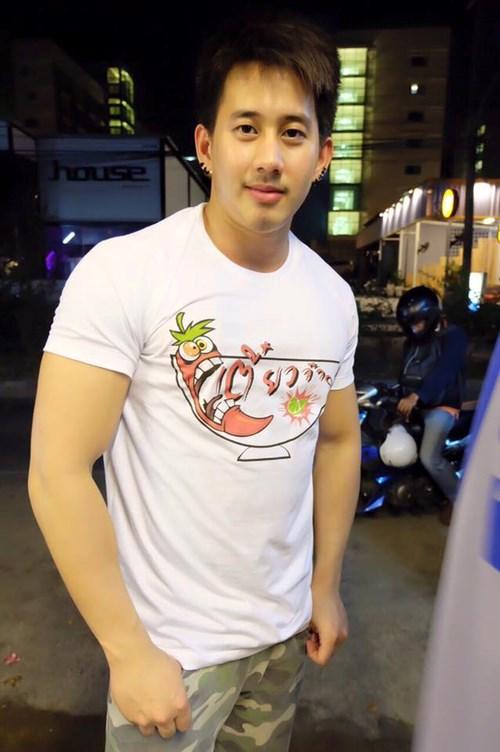 """Hội trai đẹp khoe thân bán mì gây """"sốt"""" ở Thái Lan - 5"""