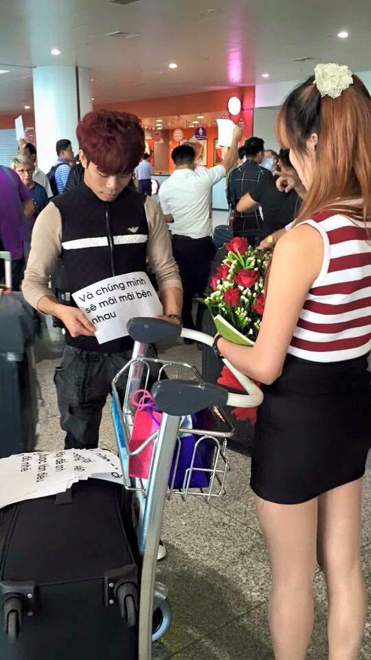 """""""Bản sao"""" Công Phượng tỏ tình bạn gái ở sân bay - 2"""