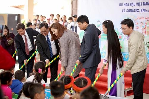 Kỳ Duyên quyên 240 triệu xây phòng học ở Tuyên Quang - 5