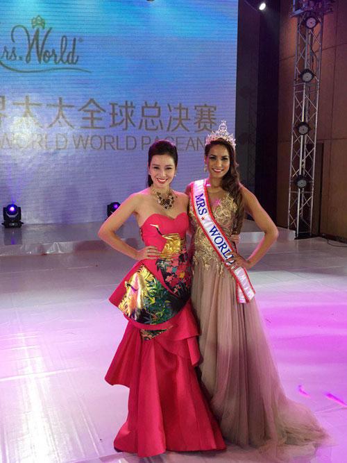 Quý bà Thu Hương đẹp rạng rỡ tại chung kết Mrs World 2015 - 4