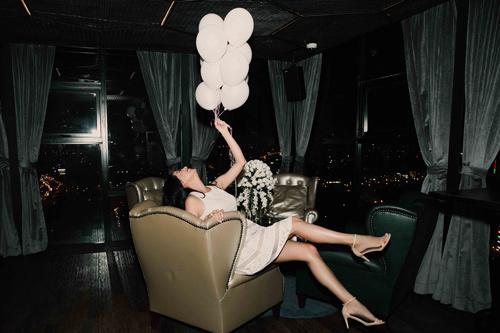 Ngọc Thúy đẹp khó rời mắt trong tiệc độc thân - 10