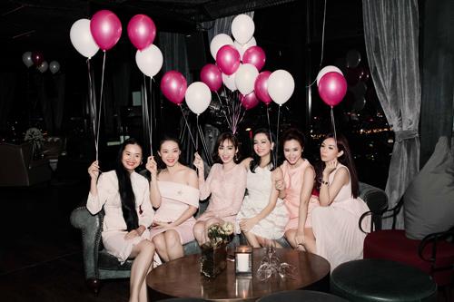 Ngọc Thúy đẹp khó rời mắt trong tiệc độc thân - 13