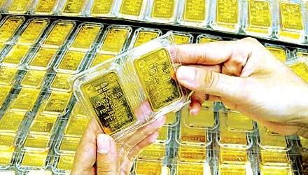 Vàng tụt giá gần 300 nghìn đồng/lượng - 1