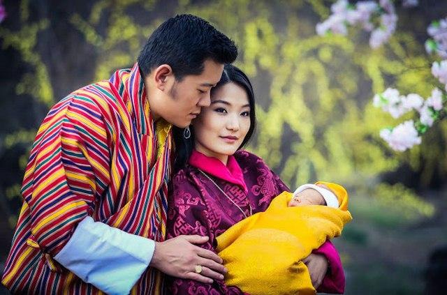 Hoàng tử mới sinh, dân Bhutan trồng 10 vạn cây ăn mừng - 1