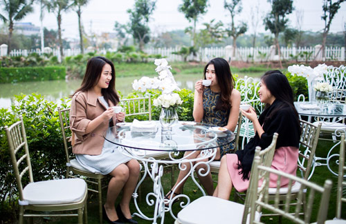 Cận cảnh buổi trà chiều sang trọng tại Vinhomes Riverside của các quý cô - 5