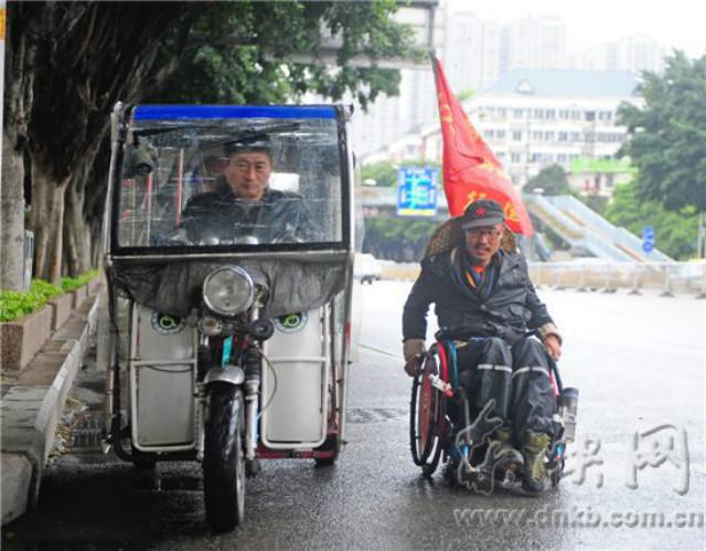 Người đàn ông trẻ chinh phục 2800km bằng xe lăn - 1