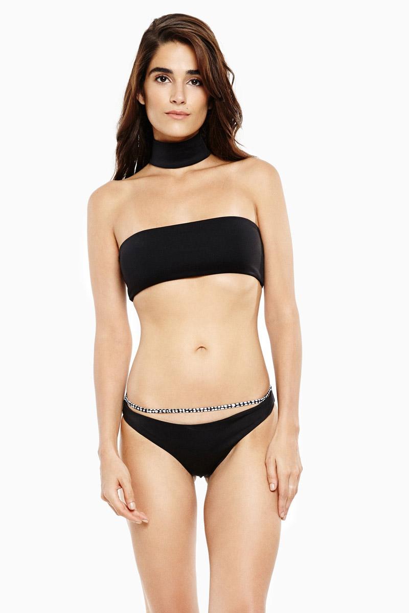 """Bikini đen """"cháy hàng"""" nhờ ảnh gợi cảm của Kim Kardashian - 1"""