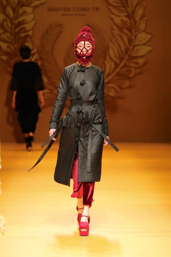 Mẫu mang mặt nạ của Công Trí gây chú ý ở Tokyo - 5