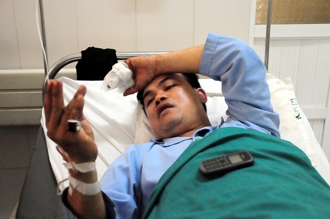 Tai nạn ở Hòa Bình: 230 triệu bị thiêu rụi trong xe khách? - 1