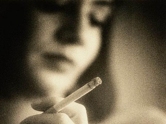 Mẹ nghiện thuốc lá, con dễ bị phổi tắc nghẽn mạn tính - 1