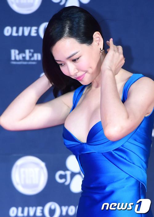 """""""Hoa hậu đẹp nhất Hàn Quốc"""" bỗng gợi cảm... hết cỡ - 1"""