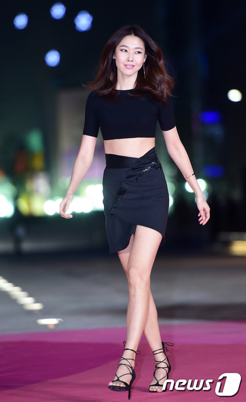 """""""Hoa hậu đẹp nhất Hàn Quốc"""" bỗng gợi cảm... hết cỡ - 12"""