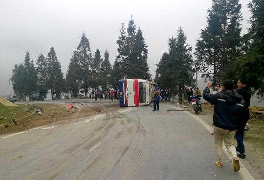 Lật xe khách từ Sa Pa về, 5 người thương vong - 1