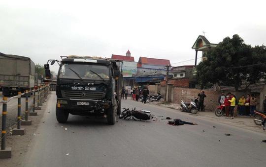 Chở 2 nữ sinh lớp 9 đi học về bị tai nạn, 3 người tử vong - 1