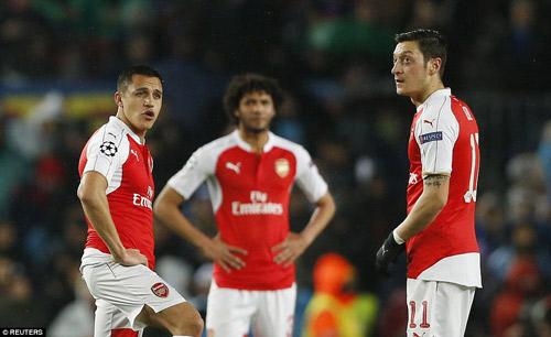 """Thua Barca, Wenger muốn tiếp tục ở lại để """"báo thù"""" - 1"""