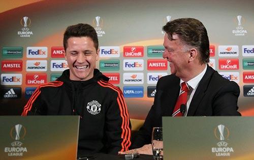 """Herrera khiêu chiến: """"MU mạnh hơn, cỏ xanh hơn Liverpool"""" - 1"""