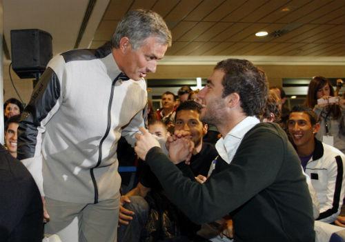 Mourinho dùng Higuain làm bàn đạp dẫn dắt MU - 1